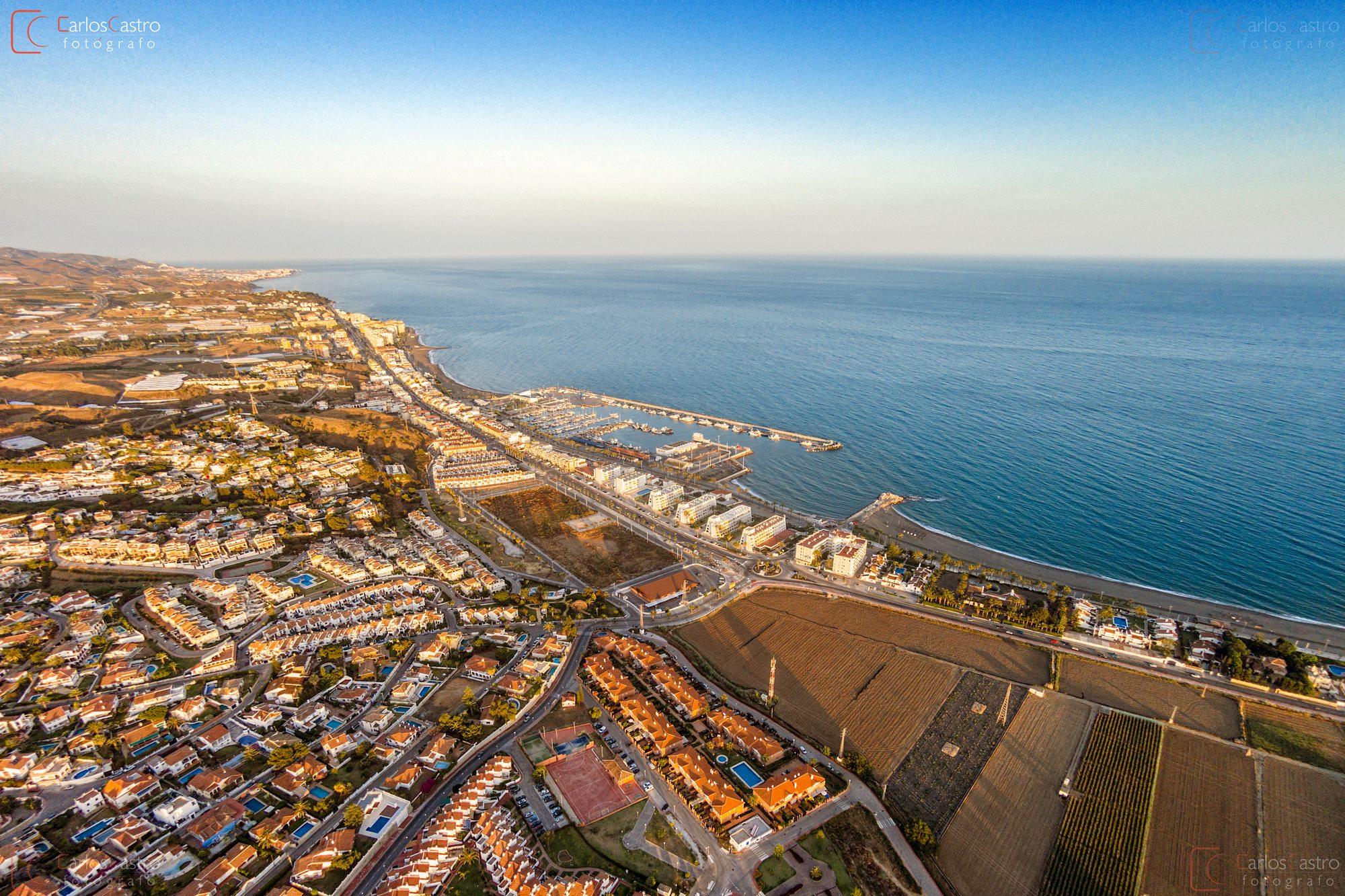 Im genes a reas de caleta de v lez puerto carlos castro fot grafo - Fotografia aerea malaga ...