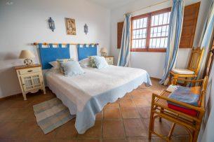 Dormitorio Casa Rural Canillas de Aceituno (Málaga)